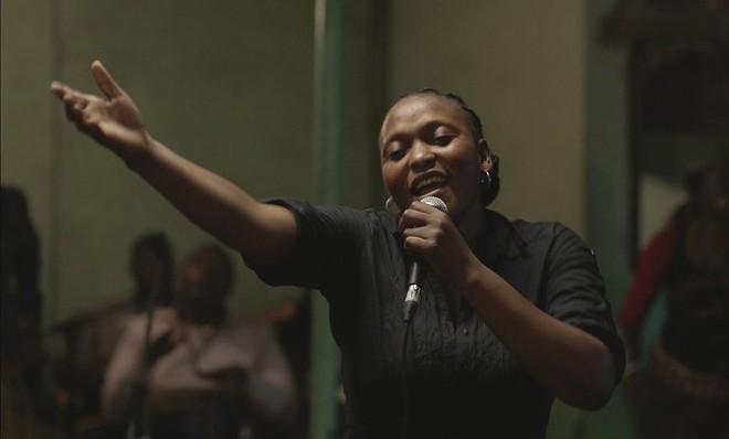 Félicité  starsVéro Tshanda Beya Mputu as a nightclub singer in Kinshasa, the Congo. - ©ANDOLFI