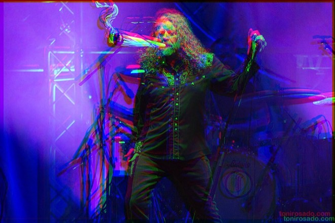ROBERT PLANT PHOTO BY SCANNERFM_FLICKR / FLICKR, PHOTO HAS BEEN ADAPTED FROM THE ORIGINAL VERSION