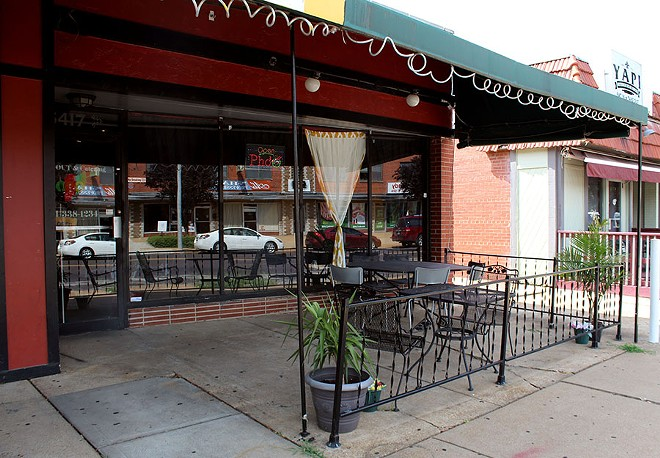There is outdoor seating along Hampton. - LEXIE MILLER