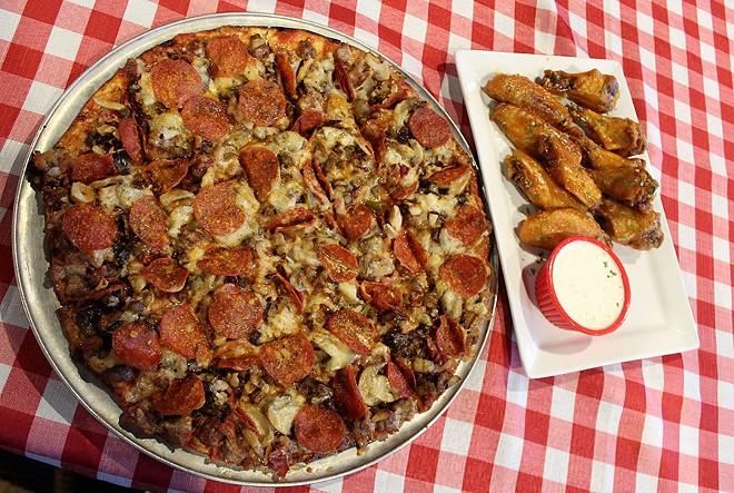 The Big Joe's Deluxe and classic hot wings. - LEXIE MILLER