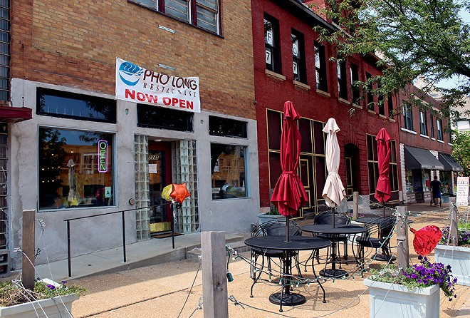 Pho Long also has outdoor seating along Grand. - LEXIE MILLER