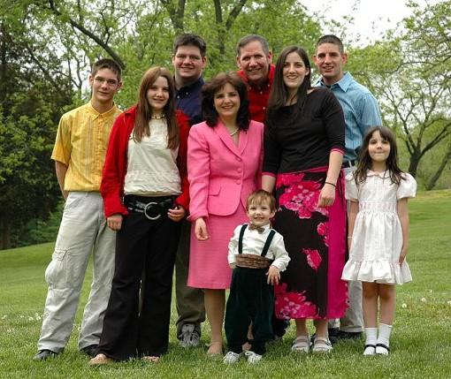 Cynthia Davis (in pink) with her family. The state legislator has seven kids. - CYNTHIADAVIS.NET