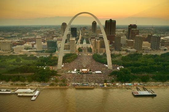 St. Louis festivities yesterday. - VIA TWITTER / @CHIEFSLMPD
