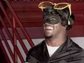 Clinton Portis, preparing to distract the opposition into allowing him running room.