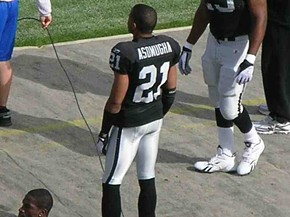 I'll be honest: I really only put this picture here to help me remember how to spell Asomugha while writing this article. - COMMONS.WIKIMEDIA.ORG