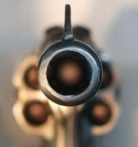 Burglar points gun at cops. Big mistake. - IMAGE VIA