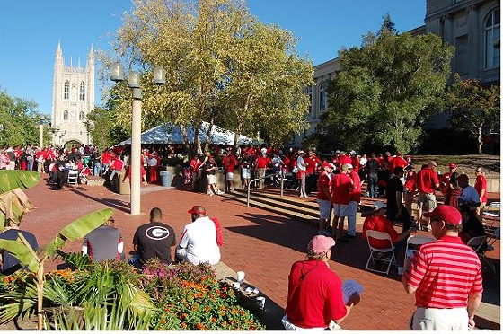 The UGA Alumni Association rented out Lowry Mall for their own pre-game party.