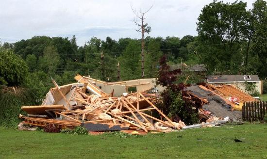 STL_tornado_damage_2.jpg
