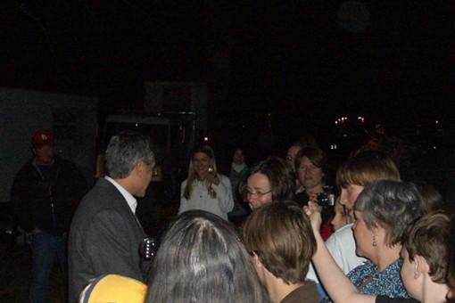 The ladies of Lafayette Square appear en masse for Clooney - SANDY HERDE