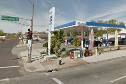 The Mobil station on Kingshighway where Vontel Harris was shot dead - IMAGE VIA