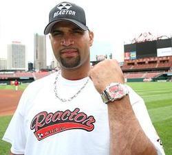 Cardinals show El Hombre the bling.