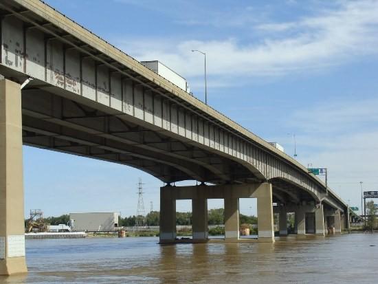 The Poplar Street Bridge