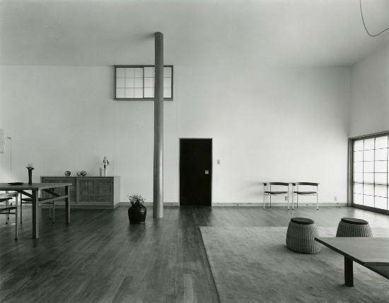 Shinohara Kazuo, Great room (hiroma), House in White, Suginami Ward, Tokyo, 1964‐66. Photo by Murai Osamu, c. 1966. - COURTESY OF TOKYO INSTITUTE OF TECHNOLOGY