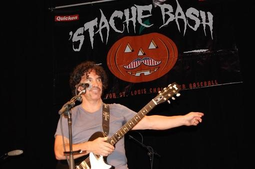 """John Oates: The look of a man asking himself: """"What the f--- am I doing here?"""""""