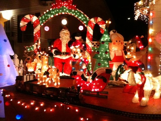 Yes, that's a working electric train circling Santa's reindeer.