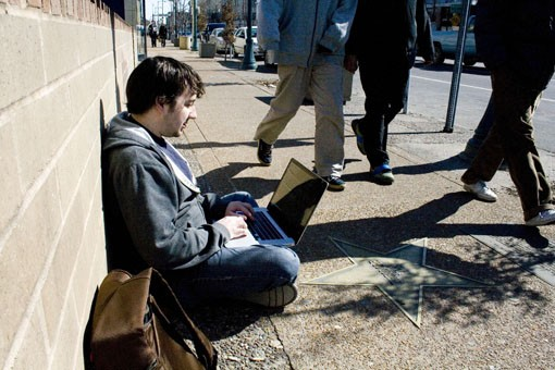 Mike Flynn of Punching Kitty blogs on the sidewalk of the Loop, proving that blogging is one step above homelessness. - PHOTO: EMILY GOOD