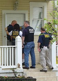 Federal agents this morning - PHOTO: CHAD GARRISON