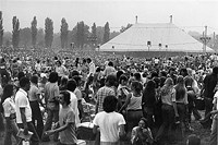 Concertgoers circa the late 1970s. - WWW.SIUE.EDU