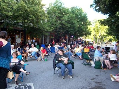 The outdoor crowd at roughly 6:35 p.m.