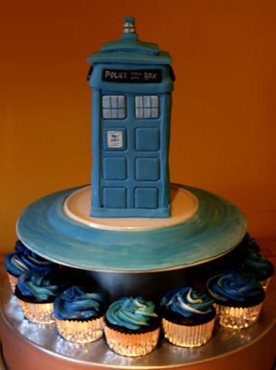 doctor_who_tardis_cake_cupcake.jpg
