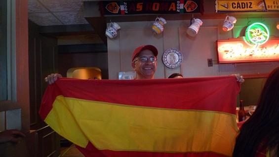 """This Spain fanatico says, """"¡La sangre de España es bueno!"""" - PHOTOS BY KEEGAN HAMILTON"""