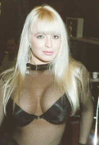 The porn star Savannah - IMAGE VIA