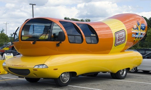 "For your visualizing pleasure, behold the Oscar Mayer Wienermobile ""Bologna"" -- that's right, they have names. Just like blimps! Only punnier! Eat your heart out, Goodyear! - IMAGE VIA"