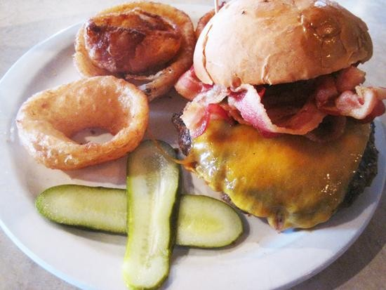 The (underrated) burger at Deaver's Restaurant & Bar in Florissant - IAN FROEB