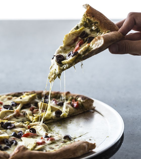 Mia Pizza - pesto, shredded mozzarella, chicken, red peppers, artichoke, olive. | Jennifer Silverberg