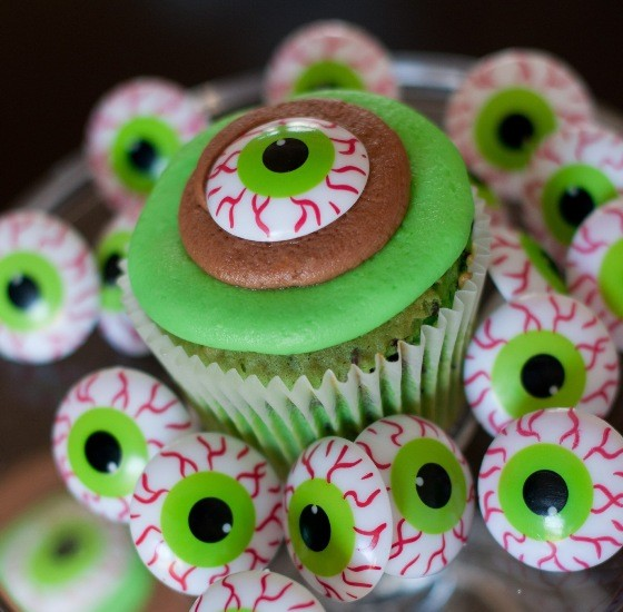 """THE """"MONSTER"""" CUPCAKE AT THE CUP 
