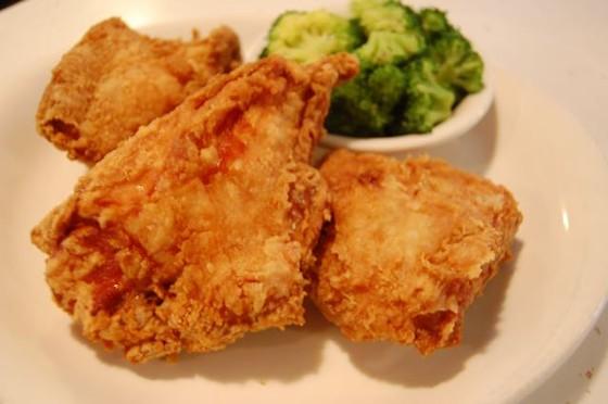 Frank & Helen's Pizzeria's broasted chicken. | Cheryl Baehr