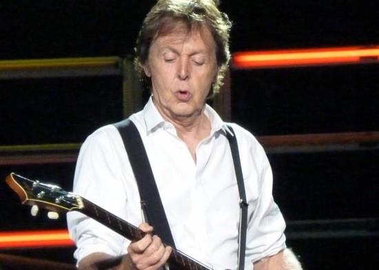 Paul_McCartney_live_in_Dublin.jpg