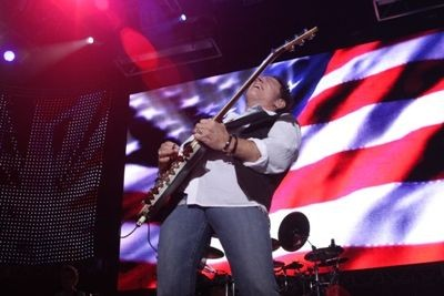 journey_at_verizon_wireless_amphitheater_9_13_08_st_louis.2540445.36.jpg