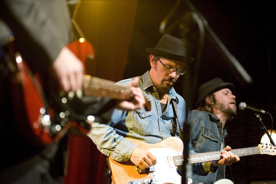 Brian Henneman concentrating during the set with Marshall Crenshaw - KHOLOOD EID