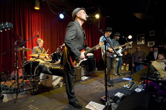 Marshall Crenshaw (middle) with Bottle Rockets, last night at Off Broadway - KHOLOOD EID