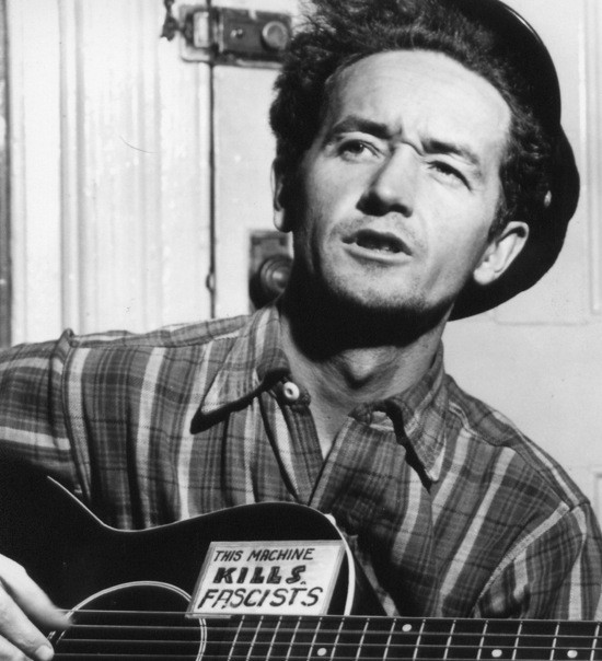 PHOTO BY AL AUMULLER. COURTESY OF THE WOODY GUTHRIE ARCHIVES