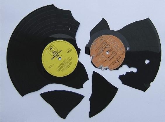 No actual vinyl fighting is tolerated at Vinyl Fight. - EGGWIRTZ.COM