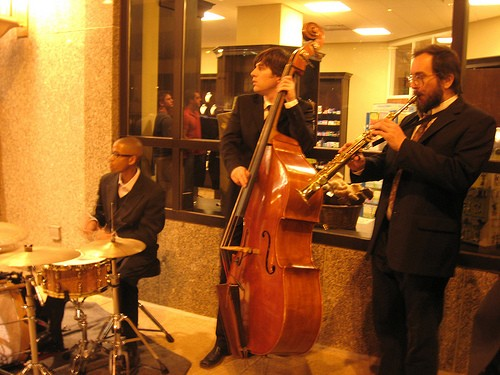 Dave Stone Trio -- not playing at Mangia -- but playing outside downtown. - IMAGE SOURCE