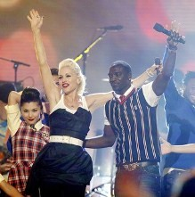 """Gwen Stefani and Akon struck gold with """"The Sweet Escape,"""" a prime example of the St. Louis native's knack for popular collaboration. - BLOGODISEA.COM"""
