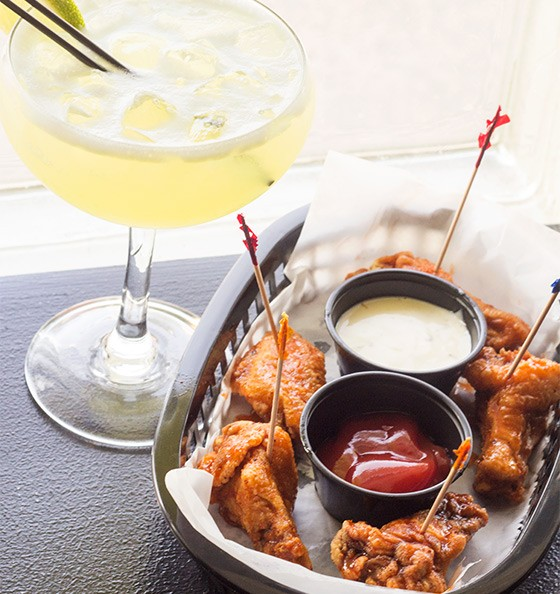 A margarita and wings at the U Bar. | Photos by Mabel Suen