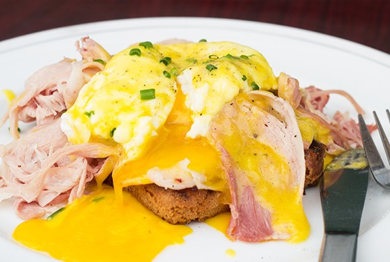 Grove East Provisions' eggs benedict made with Red Foxing Baking's bread and Salume Beddu's prosciutto cotto. | Photos by Mabel Suen