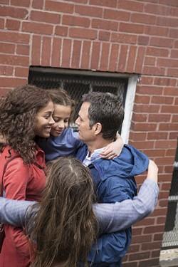 Zoe Saldana as Maggie Stuart, Ashley Aufderheide as Faith Stuart, Imogene Wolodarsky as Amelia Stuart and Mark Ruffalo as Cam Stuart. - SEACIA PAVAO, COURTESY OF SONY PICTURES CLASSICS