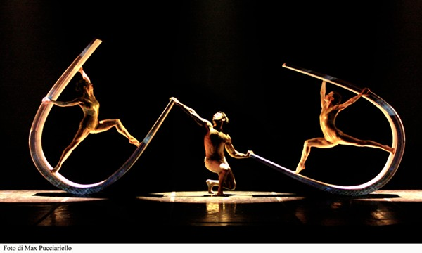 PHOTO COURTESY OF MOMIX.
