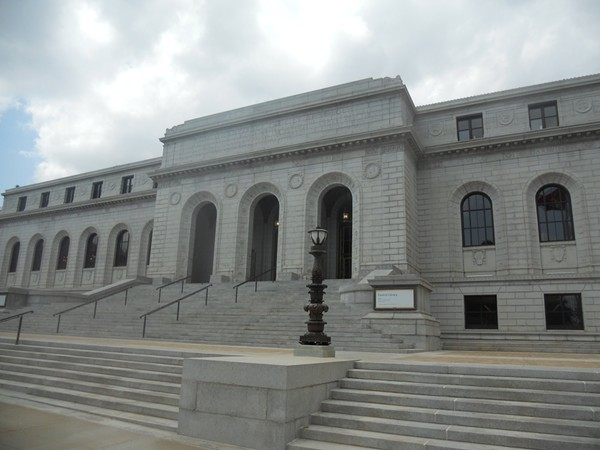 St. Louis Public Library, Central Branch. - PHOTO VIA FLICKR/VALERIE