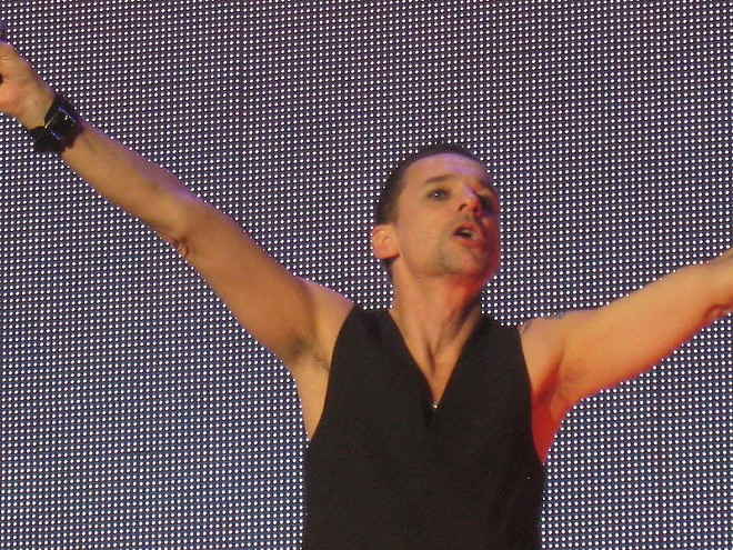 Depeche Mode's Dave Gahan commanding his large audience. - ALEX / FLICKR