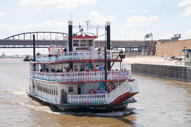 THE GATEWAY ARCH RIVERBOATS