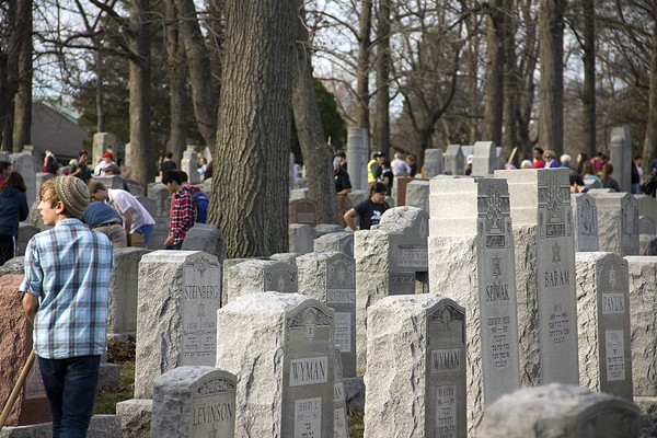 The Chesed Shel Emeth cemetery was packed with volunteers on Wednesday. - PHOTO BY DANNY WICENTOWKSI