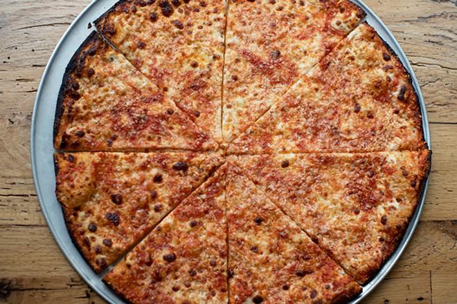 O+O original pizza with tomato sauce, Fior di Latte and pecorino. - MABEL SUEN