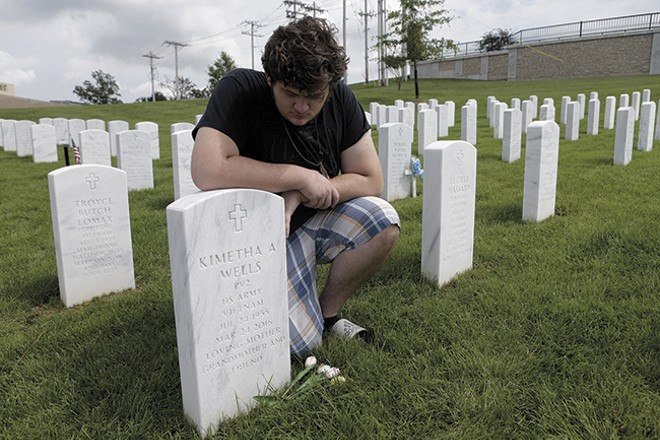 Kim Wells' grave at the Jefferson Barracks National Cemetery. - STL-PHOTO