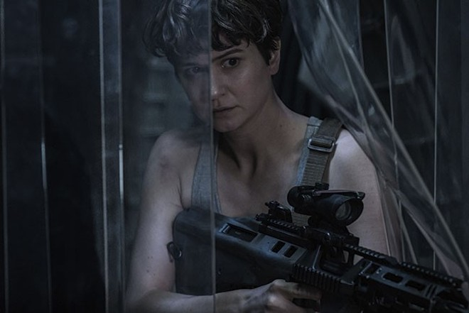 Katherine Waterston plays hide-and-seek with aliens. - MARK ROGERS - TM & © 2016 TWENTIETH CENTURY FOX FILM CORPORATION